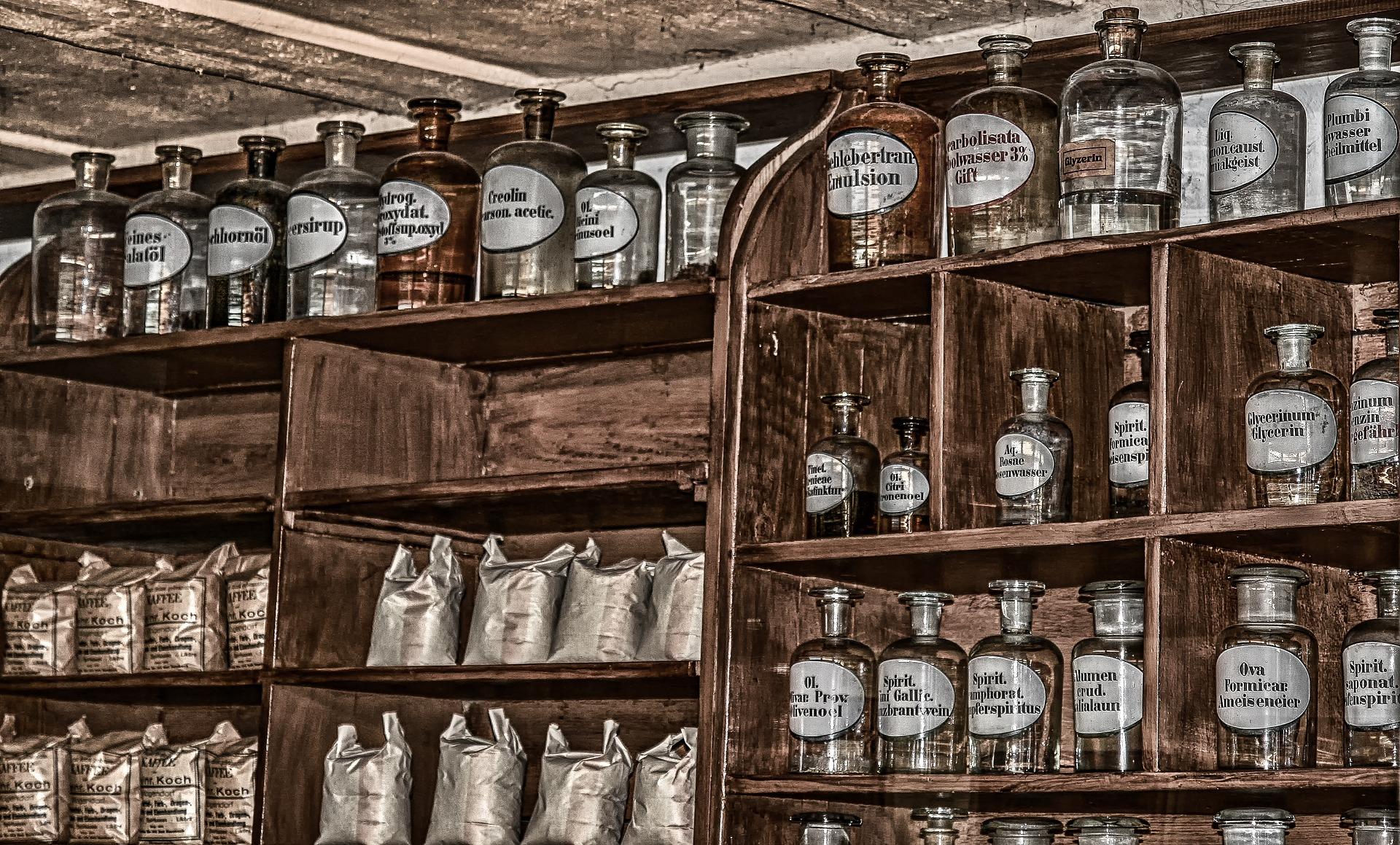 Na podstawie przedstawionych powyżej informacji wyraźnie widać, jak bogata była niegdyś receptura w płynne postaci leków (fot. Shutterstock).