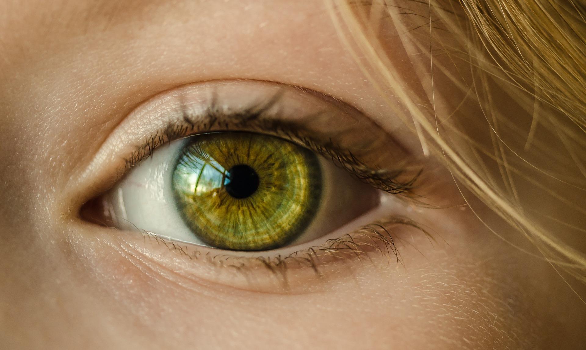 Maści aplikowane do oczu muszą spełniać wymóg jałowości (fot. Shutterstock).