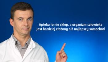 Janusz w aptece ma problem z e-receptą (fot. receptura.pl).