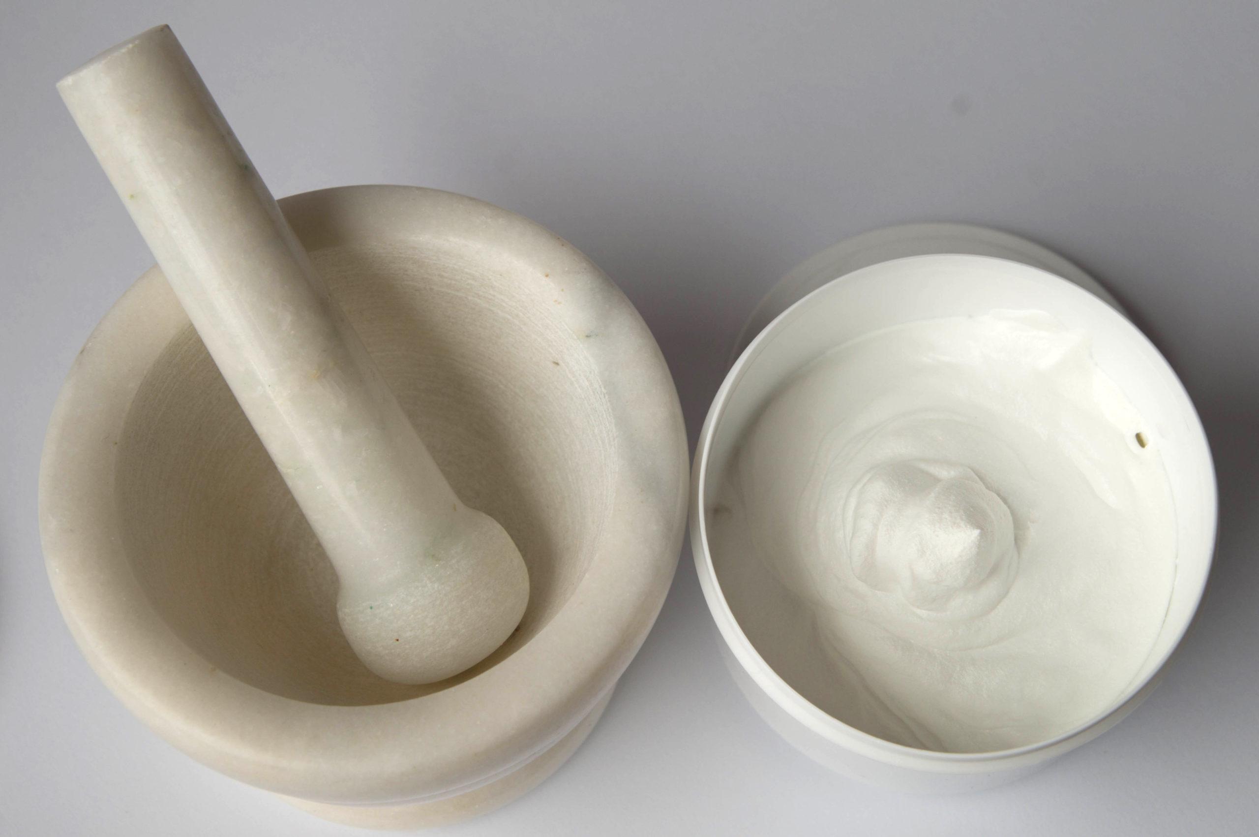 Przygotowane w aptece receptury zazwyczaj pozbawione są substancji dodatkowych i konserwujących, dlatego mogą być stosowane nawet przez pacjentów z alergiami (fot. Receptura.pl).