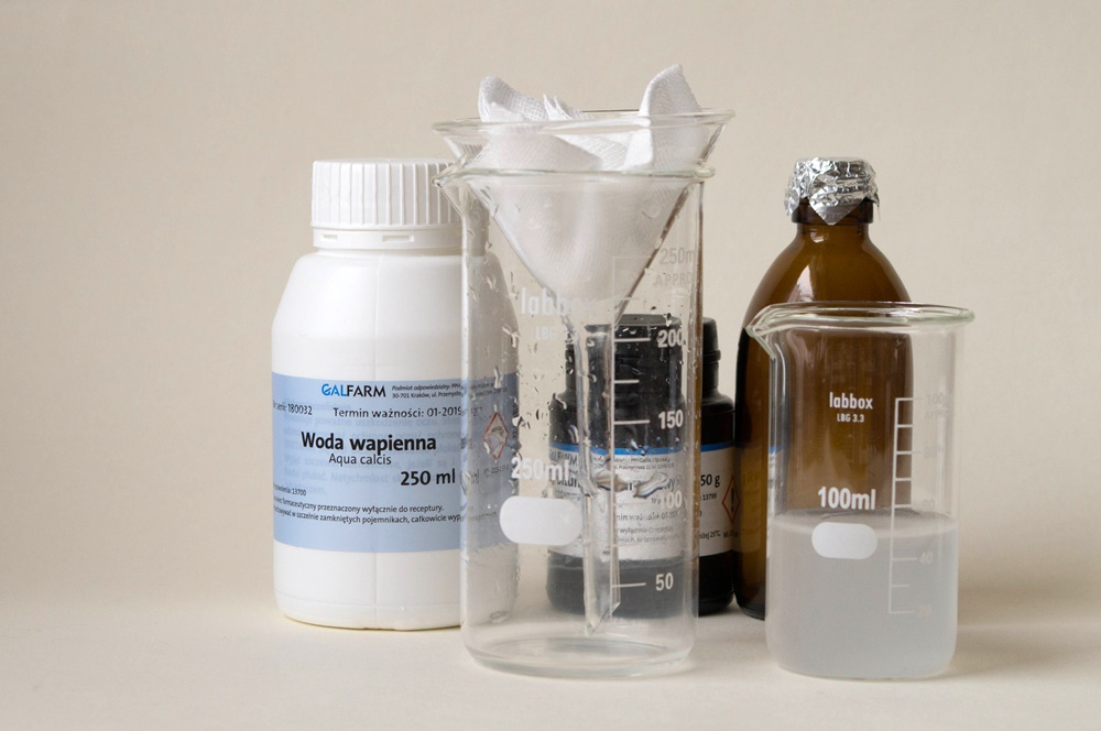 Sączenie z użyciem filtrów membranowych jest stosowane w celu usunięcia zanieczyszczeń mikrobiologicznych (fot. Shutterstock).