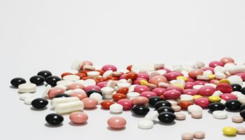 W recepturze znajdują zastosowanie tabletki niepowlekane oraz powlekane (fot. Shutterstock).