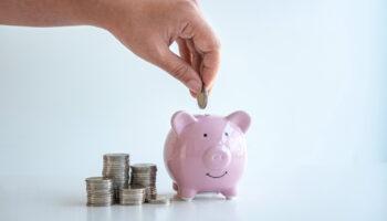 Jeżeli surowcem do wykonania leku recepturowego jest lek gotowy wymieniony w załączniku do Rozporządzenia Ministra Zdrowia z 6 listopada 2012 r., za cenę surowca uważa się cenę hurtową tego leku (fot. Shutterstock).