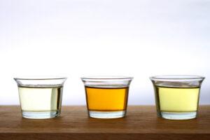 Wodny roztwór adrenaliny nie miesza się z olejami tłustymi (fot. Shutterstock).