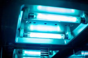 Wyjaławianie suchym, gorącym powietrzem jest powszechnie używana do wyjaławiania szkła (fot. Shutterstock).